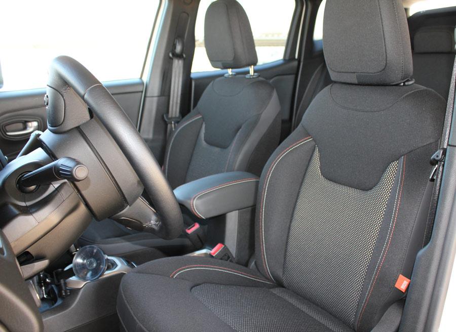 Las plazas traseras del Jeep Renegade están preparadas para adaptarse a muchos tipos de tallas.