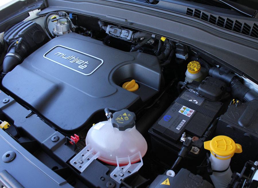 El motor tiene las últimas tecnologías y rinde 140 CV. Así, el Jeep Renegade alcanza 190 km/h.