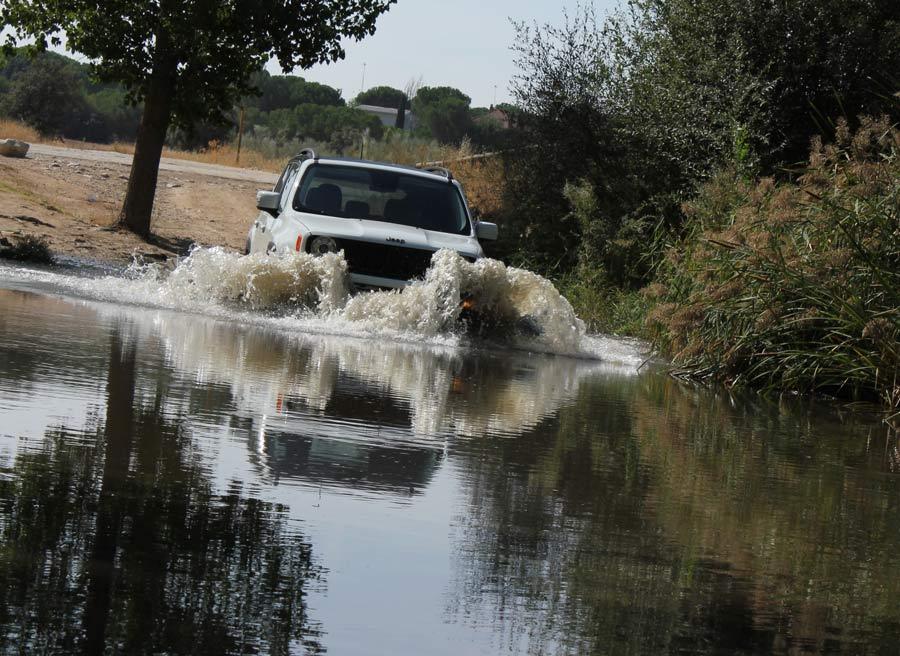 En situaciones un tanto complicadas, el Jeep Renegade aporta confianza.