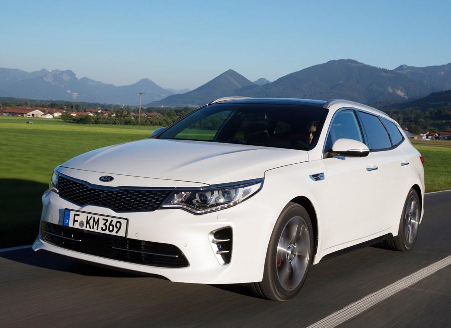 """Con 245 CV, la versión de gasolina """"GT"""" será la más potente."""