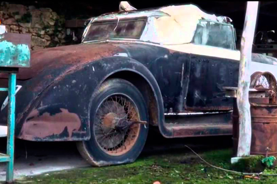 En el granero de FRancia se encontraron diversas joyas automovilísticas como esta.