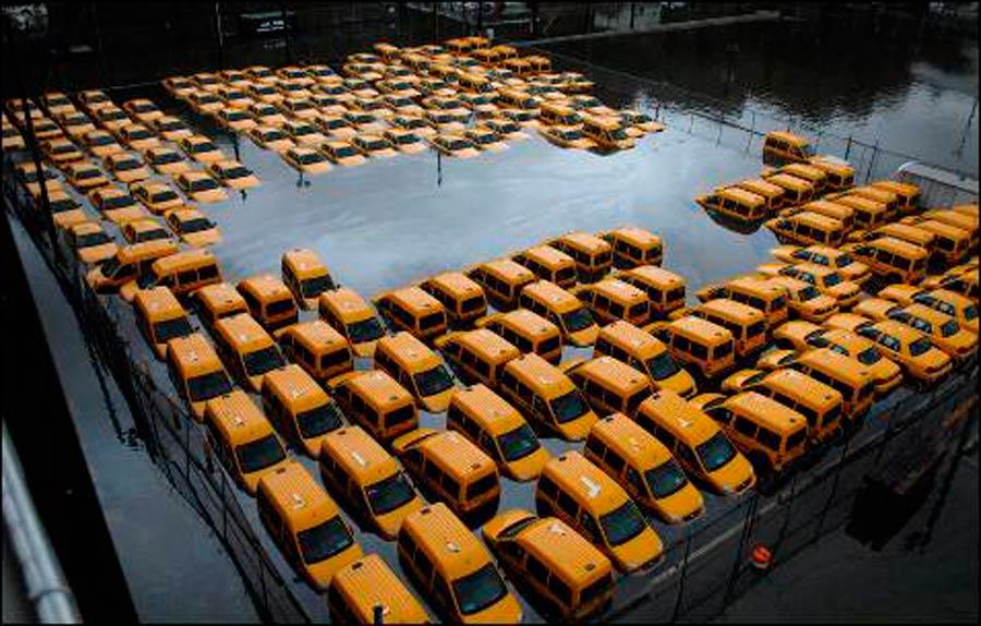 Centenares de taxis que un día dejaron de prestar servicio se agolpan en una pequeña localidad de China.