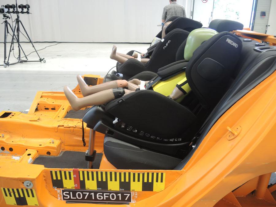 ADAC y RACE alertan sobre la poca seguridad de dos sillas infantiles