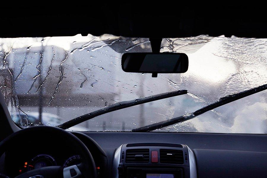 Con la lluvia vemos peor y también nos ven peor.