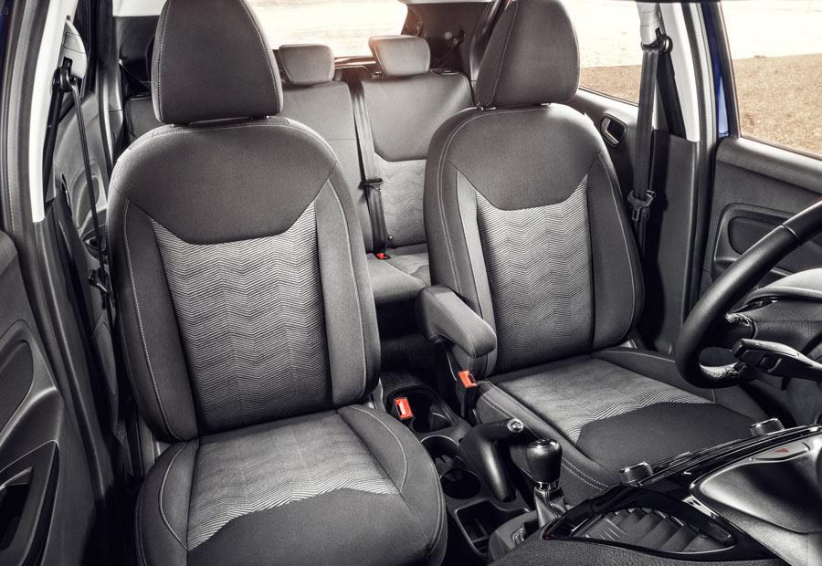 Las plazas delanteras del Ford Ka+ son parecidas a las del Ford Fiesta.