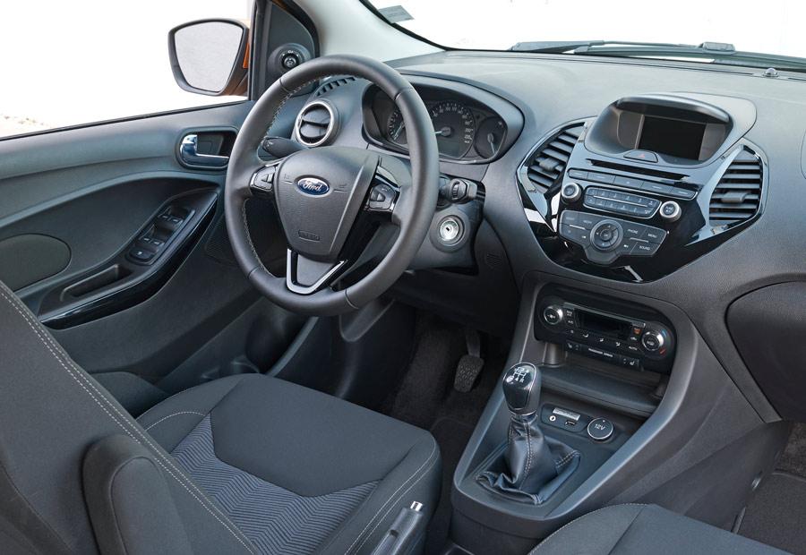 El salpicadero del nuevo Ka+ cuenta con materiales agradables y el aspecto e imagen de Ford.