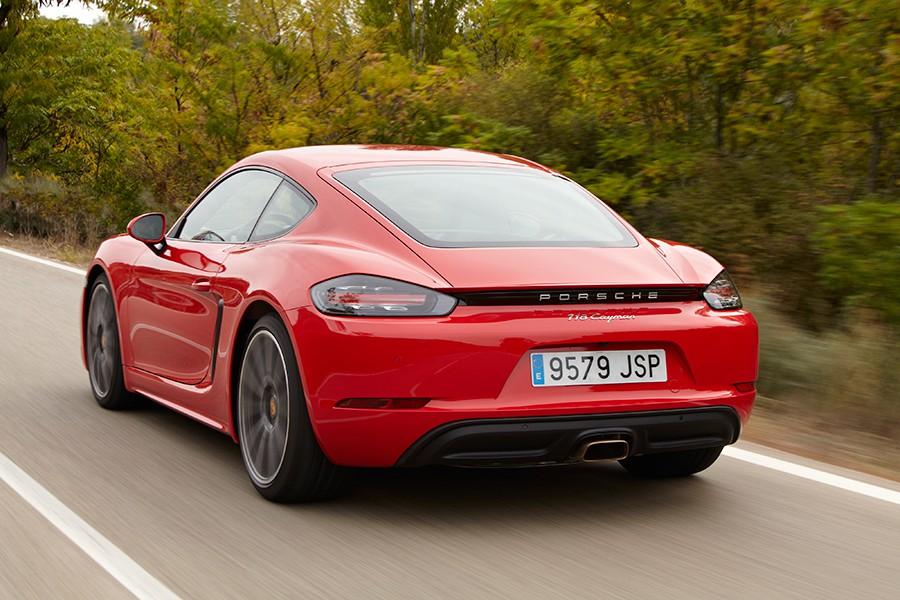 El comportamiento del Porsche 718 Cayman no admite críticas.