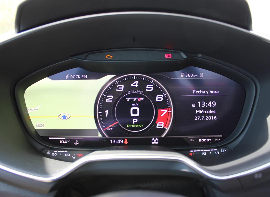 El cuadro de relojes digital tiene varios modos de visualización. Este es el deportivo.