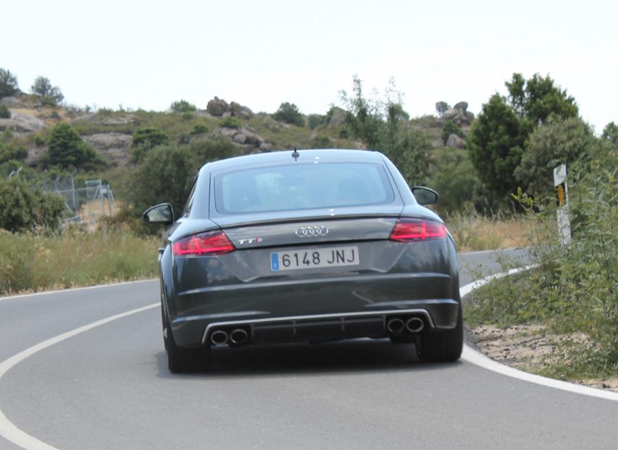 Las 4 salidas de escape delantmn a la versión TTS de Audi.