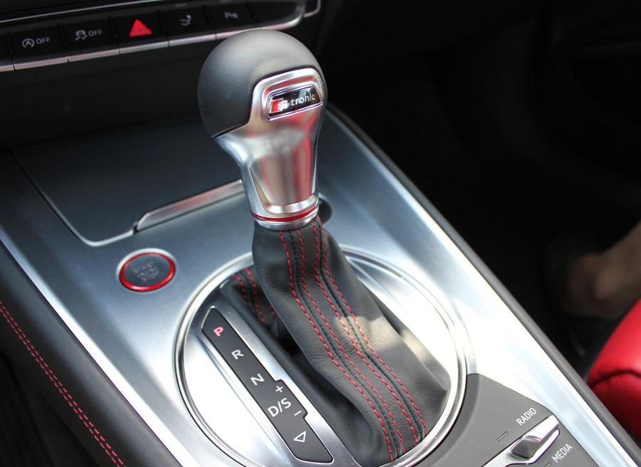 El cambio automático S-Tronic de 7 marchas cuadra con la deportividad del Audi TTS.