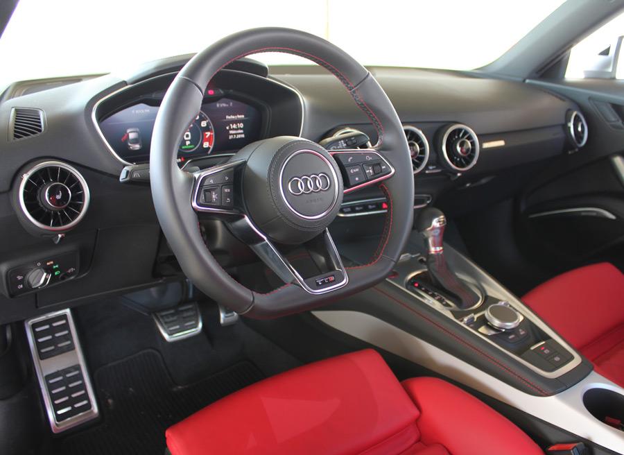La dirección es directa y precisa. El volante cuenta con teclas multifunción.