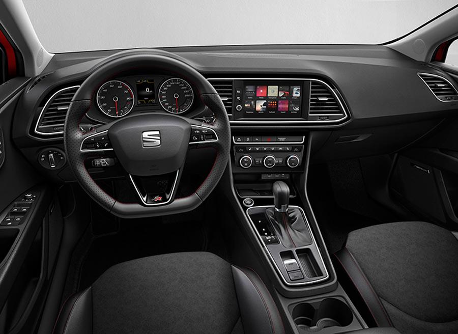 El salpicadero del nuevo Seat León está fabricado con materiales de mayor calidad.
