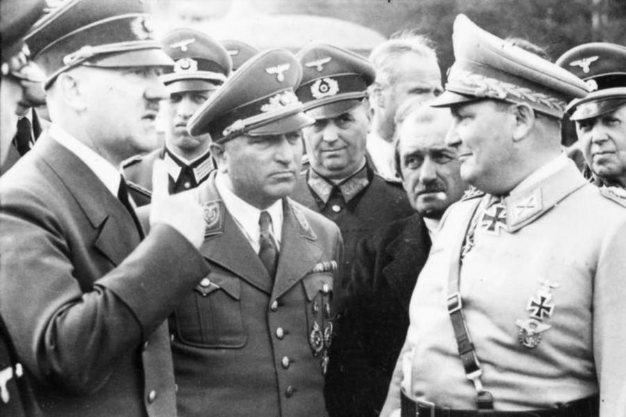 Porsche mantuvo siempre un estrecho vínculo con las altas esferas del partido Nazi.