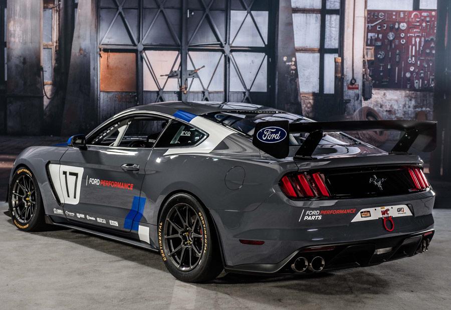 El Ford Mustang GT4 tiene motor V8 de 5.2 litros y caja de cambios automática de 6 marchas.