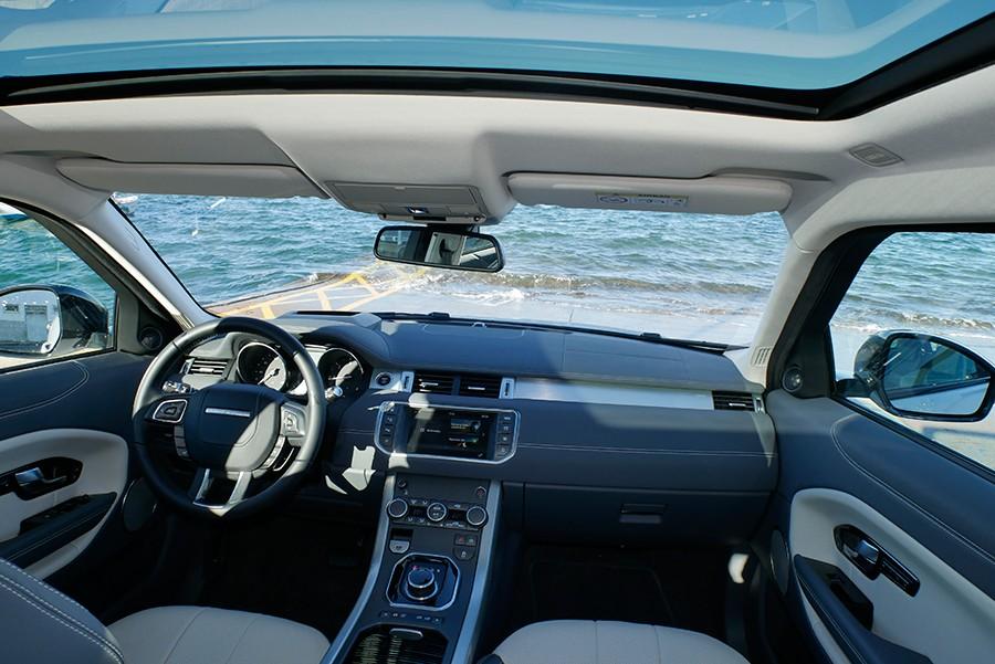 Pocos cambios en el interior del Range Rover Evoque.