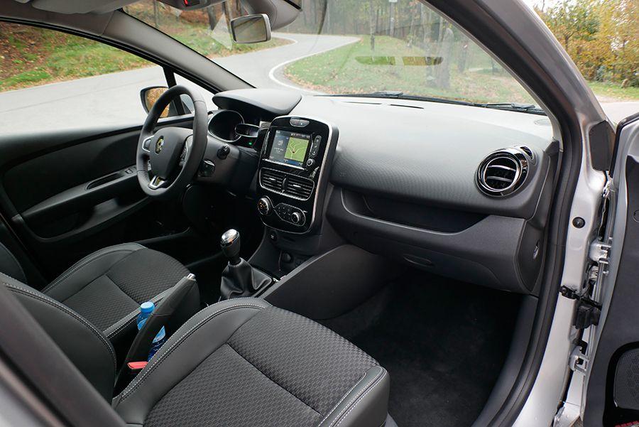 El interior tiene un aspecto más cuidado, pero sigue siendo mejorable su calidad.