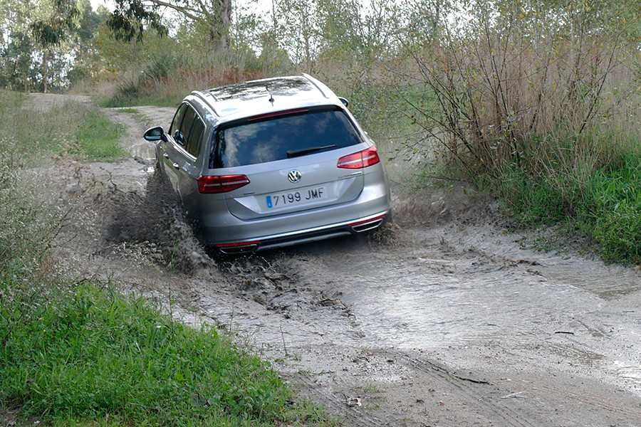El Alltrack es más capaz fuera del asfalto de lo que nos podamos imaginar.