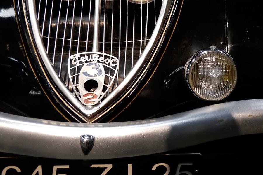 """Los nombres de los modelos de Peugeot llevan un """"0"""" para poder introducir la manivela de arranque en su día."""