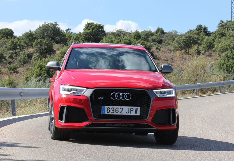 En curva, el Audi RSQ3 ofrece una enorme estabilidad.