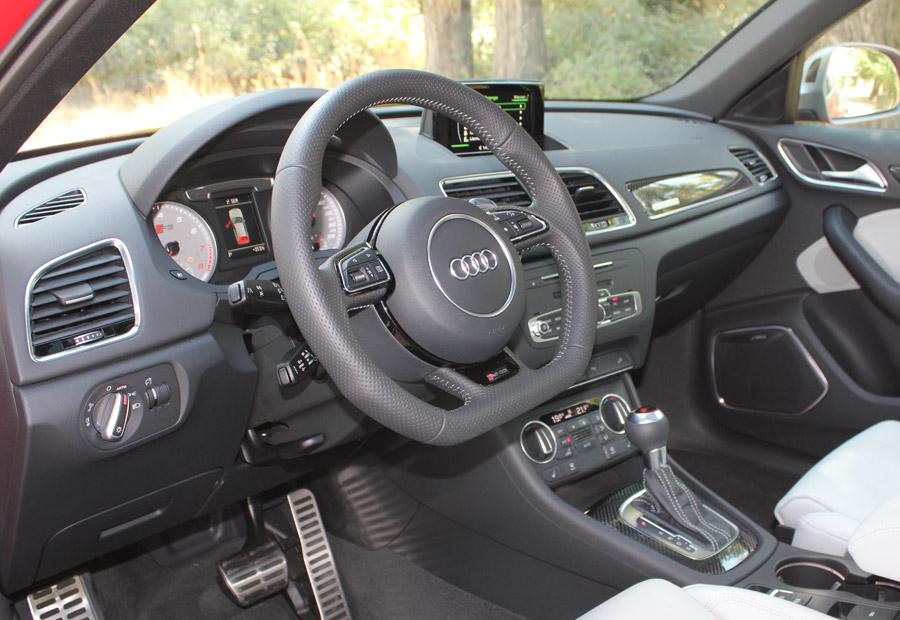 El volante del Audi RSQ3 guía a una dirección más directa que en el resto de la gama.
