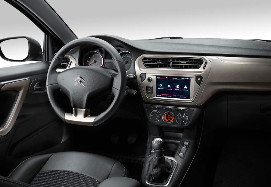"""En el interior del nuevo Citroën C-Elysée destaca la nueva pantalla táctil de 7""""."""
