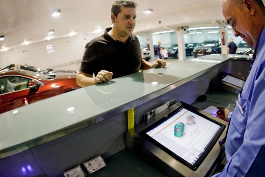 Los concesionarios deben reciclarse para adaptarse a un futuro en el que cambiaran las formas de movilidad.