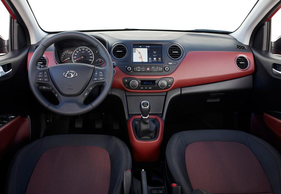 El salpicadero de doble tono es de serie a partir del acabo intermedio, elegiremos los colores al pedir el coche.