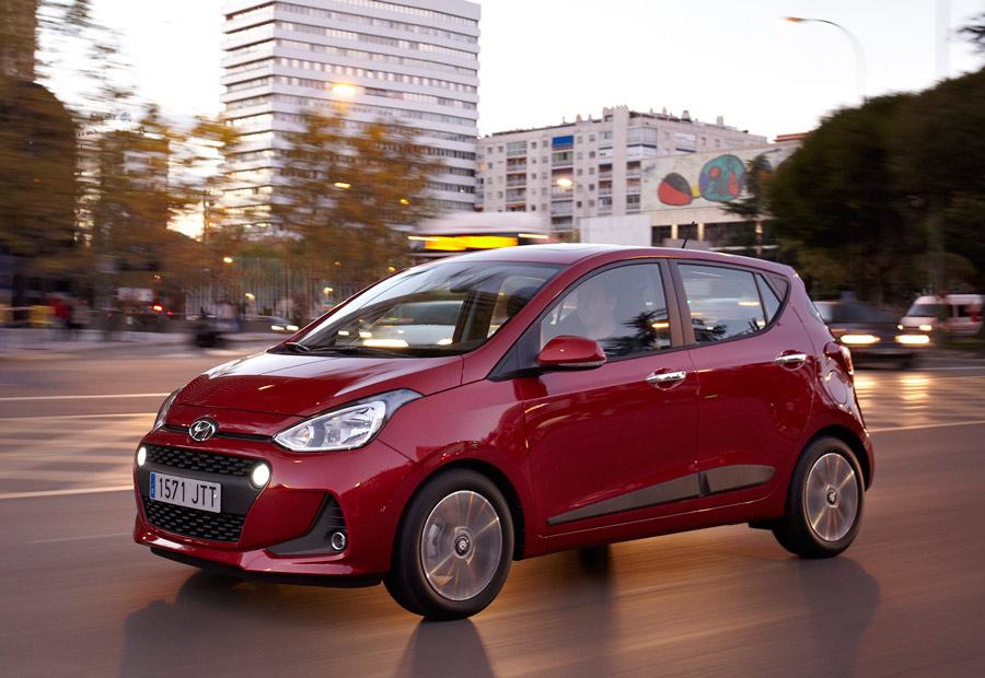 El nuevo Hyundai i10 está disponible desde 12.135 €, pero, entre otros, tiene un descuento de 1.900 euros.