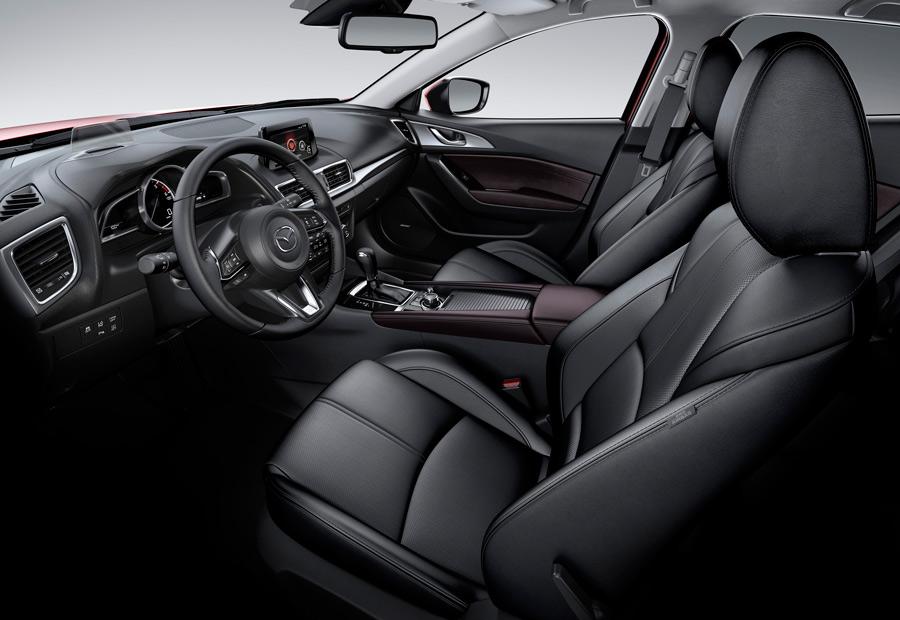 Los asientos delanteros del nuevo Mazda 3 han recibido un nuevo mullido que los hace más ergonómicos.