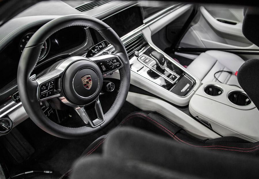 En el interior del nuevo Porsche Panamera se ha puesto énfasis en las posibilidades de personalización.