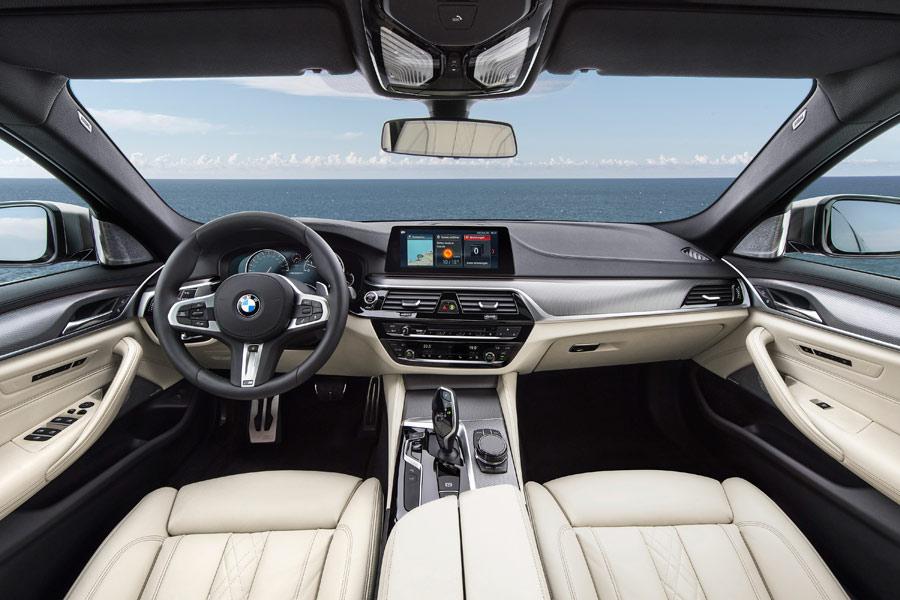 El interior lujoso es una seña de BMW.