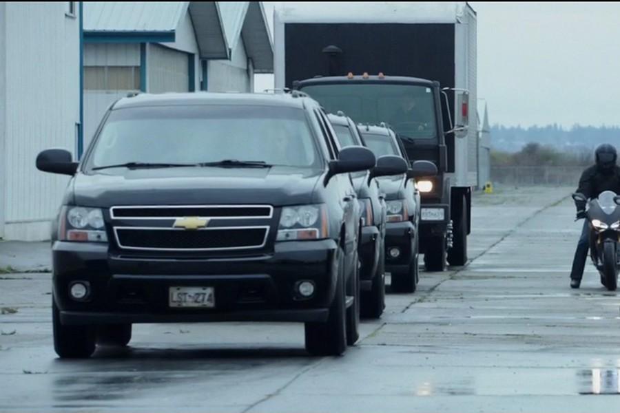 El Chevrolet Suburban pasa de todo menos desapercibido.