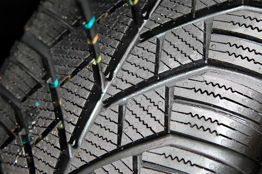 Los neumáticos de invierno tienen limitada la profundidad mínima a 6 mm.