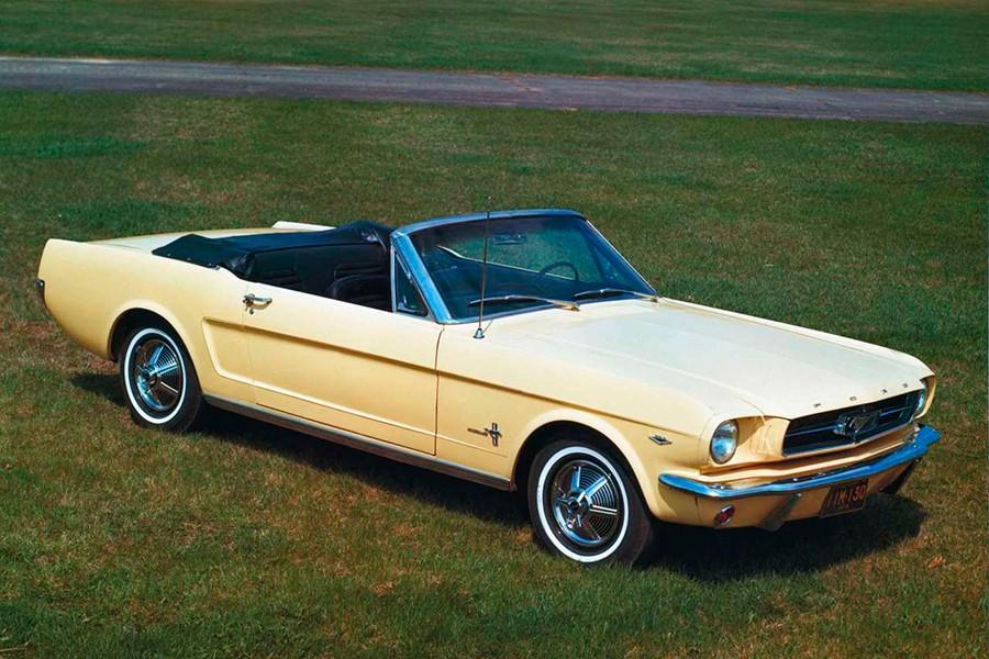 El Ford Mustang es el coche que más aparece en las películas, normalmente del lado del bueno.