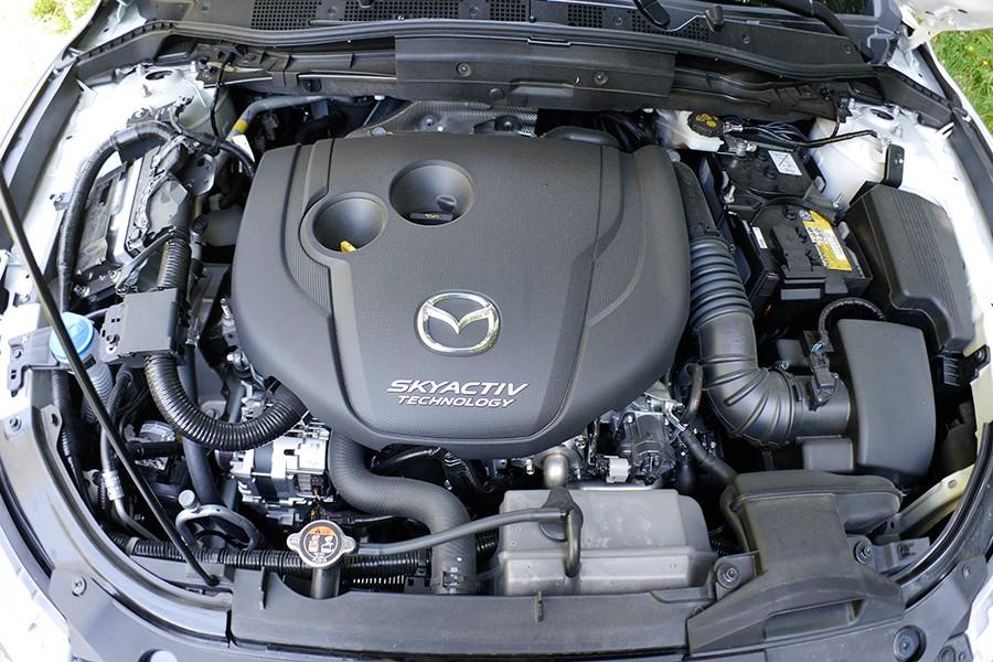 El motor diésel tiene poco par, pero sube muy bien de vueltas.