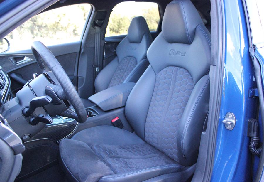 Los asientos delanteros del Audi RS6 te transmiten sujeción y confort.