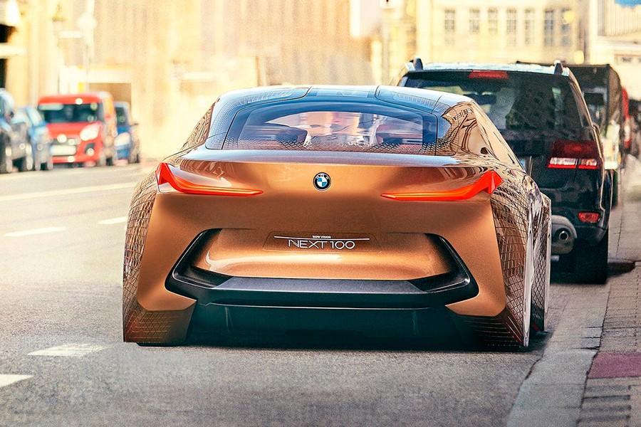 La eficiencia y las nuevas alternativas energéticas son otra vía principal en BMW.