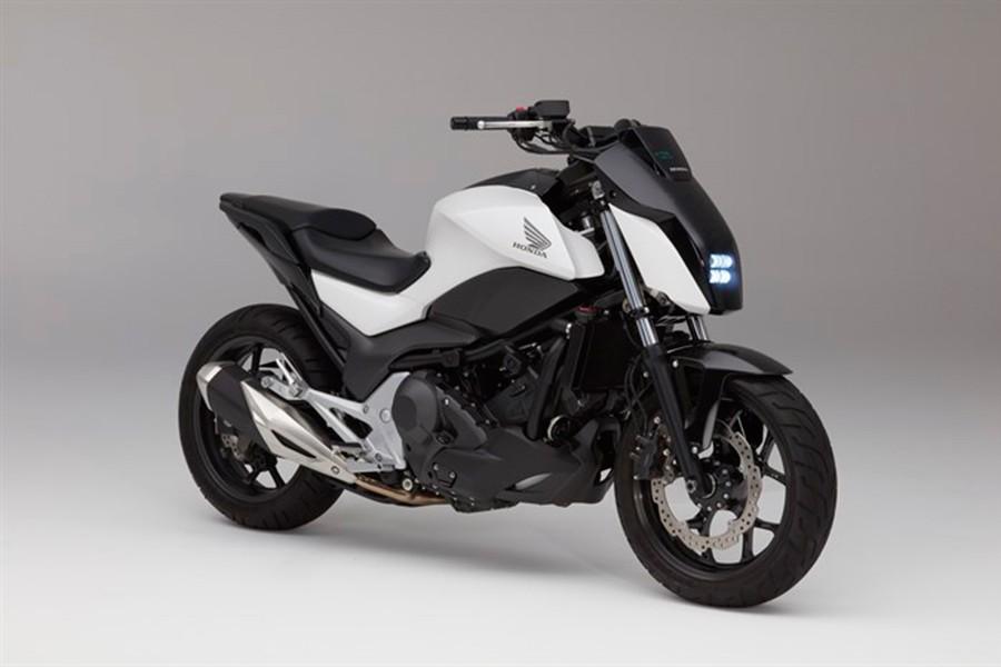Esta moto mantiene el equilibrio de forma autónoma.