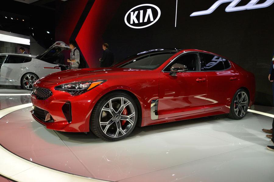 Kia Stinger, la berlina coupé de Kia desarrolla 365 CV