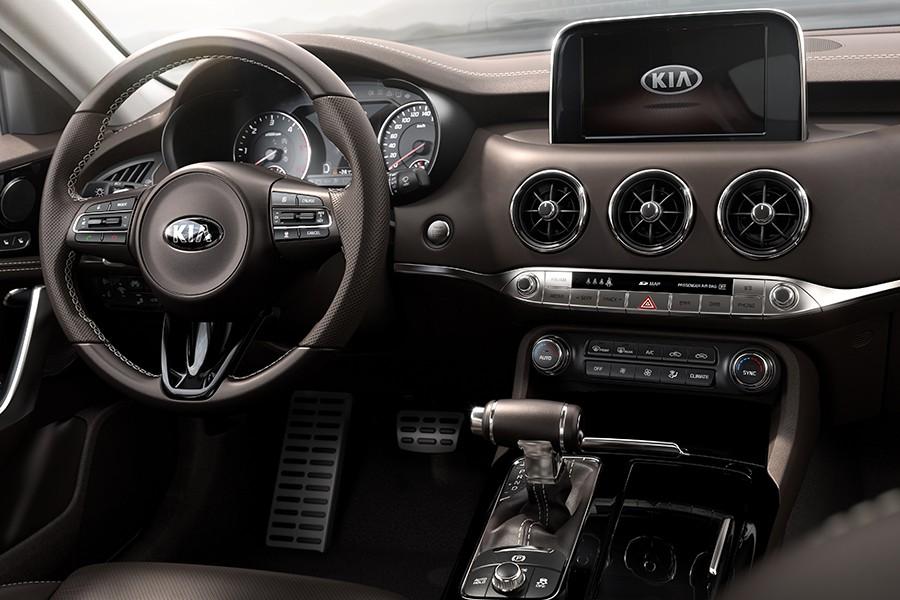El puesto de conducción recuerda al de otros modelos de Kia.
