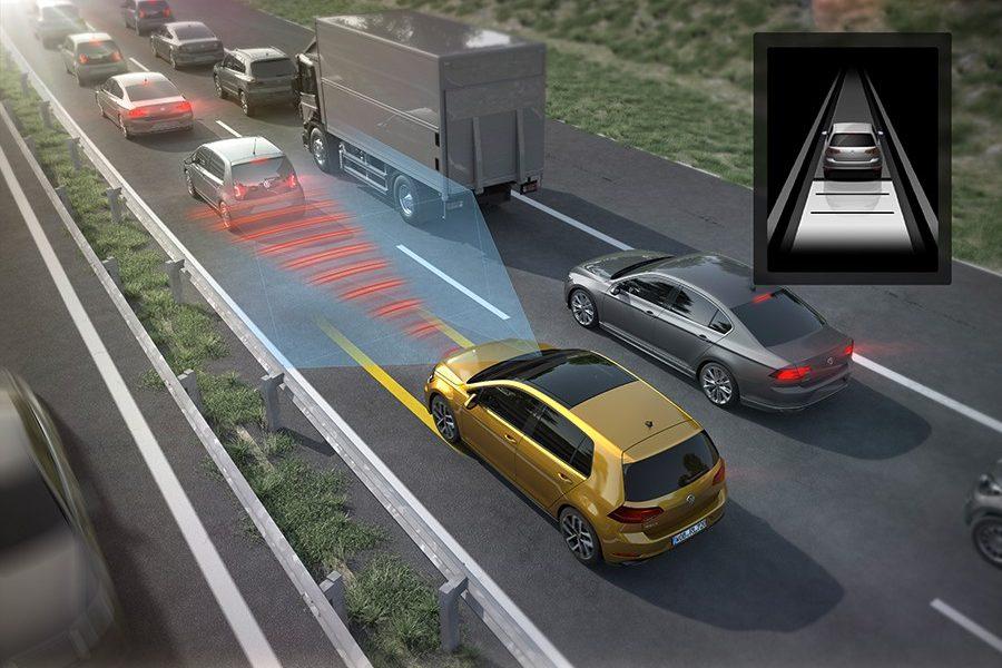 El Golf puede conducir de forma prácticamente autónoma en atascos hasta 60 km/h.