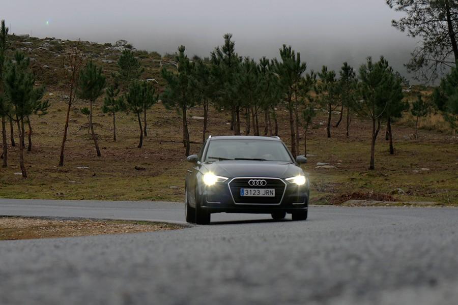 El Audi A3 tiene un comportamiento muy equilibrado, fácil de conducir y suficientemente eficaz.