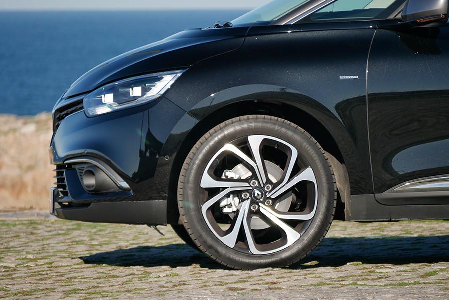 Los neumáticos tienen unas medidas poco frecuentes.