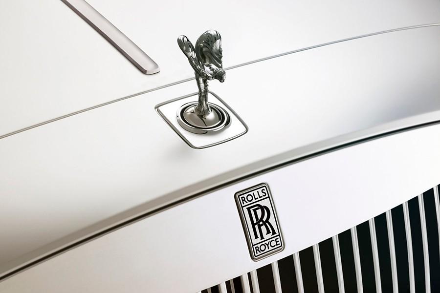Las letras en negro son un símbolo de luto por la muerte de su fundador, Henry Royce.