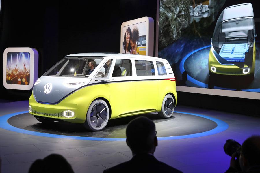 VW ID Buzz Concept, la mítica furgo VW resucita en Detroit 2017 electrificada