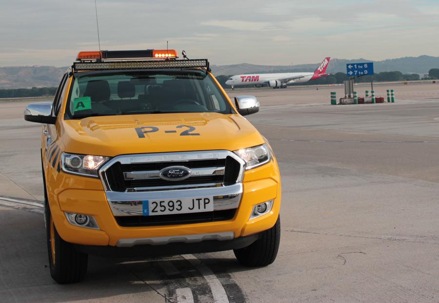 """El Ford Ranges es el último de los coches """"Follow Me"""" que ha incluido Aena para sus servicios de guía a aeronaves."""