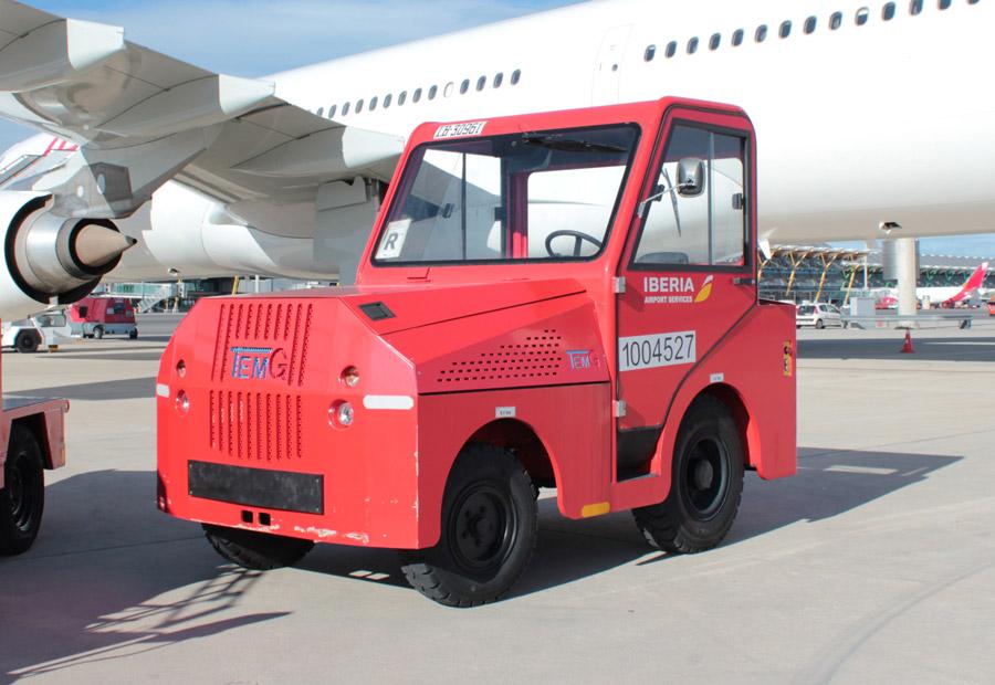 La cabeza tractora tiene un motor térmico de 75 CV y es capaz de arrastrar 20.000 kilos.