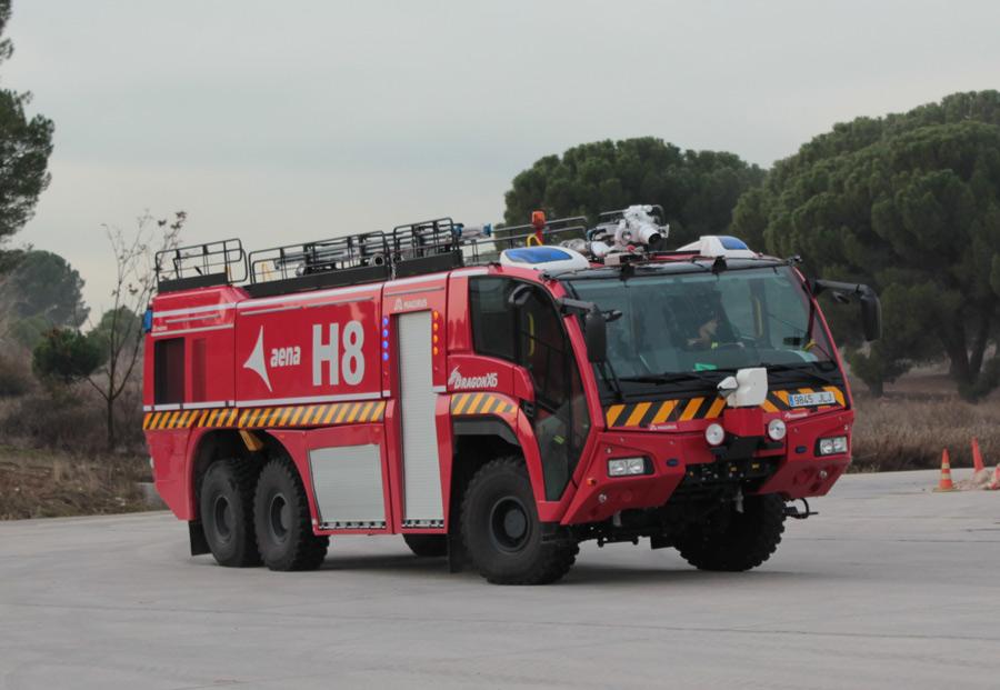 El camión de bomberos Iveco Dragon es capaz de girar en redondo a 30 km/h...Pesa 39 toneladas.