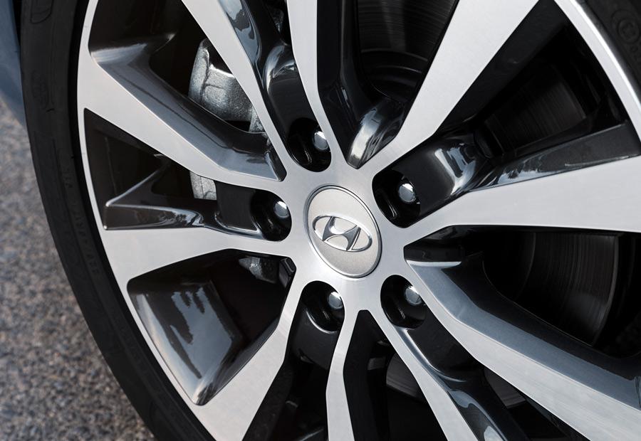 Con un radar, el Hyundai i30 detecta la presencia de otros vehículos y puede llegar a accionar los frenos para evitar un accidente.