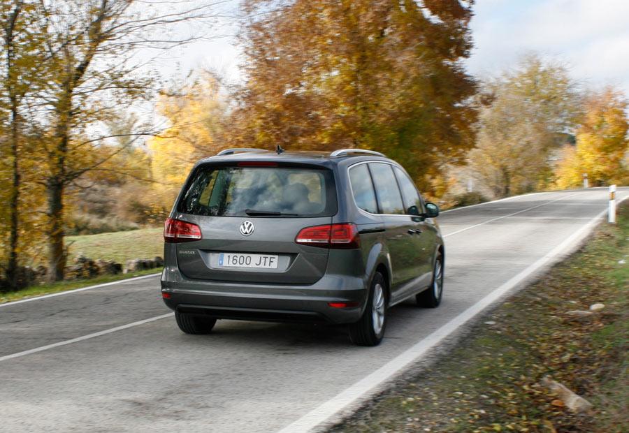 Pese a su tamaño y peso, el VW Sharan muestra una actitud muy deportiva en su comportamiento.